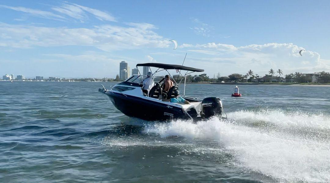610-DLX-Cruiser-boat