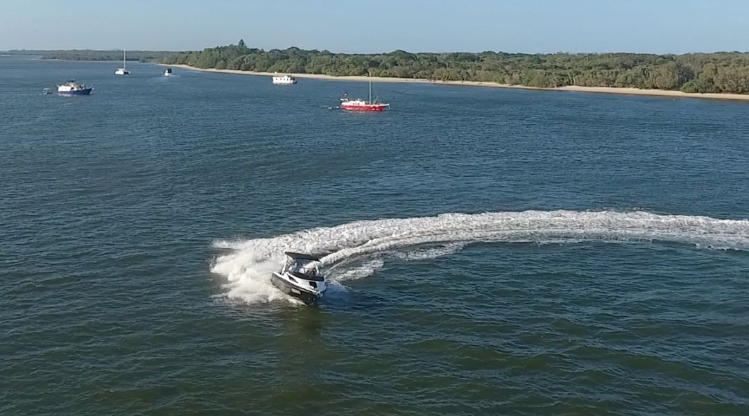 610-DLX-Cruiser-boat-2